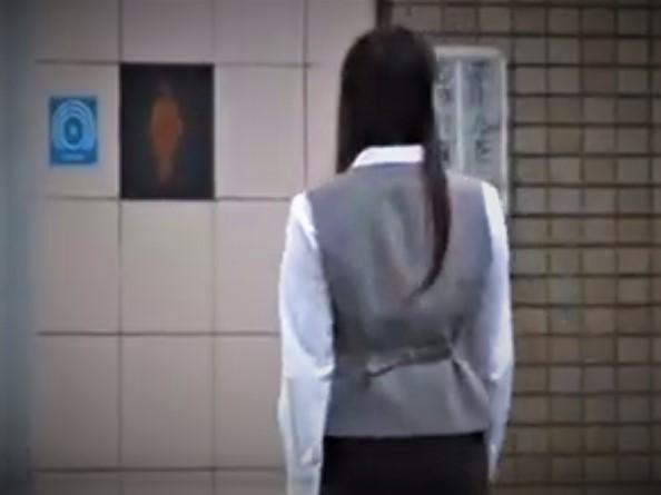 レイプ動画 公衆トイレ OL