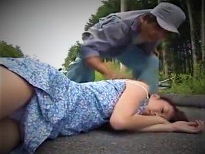 【神崎レオナ/山奥拉致/人妻レイプ】※閲覧注意※自転車人妻を転倒させ気絶したところを拉致!車で山奥に行き中出し強姦放置の胸糞映像