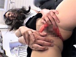 【古川いおり/OLレイプ】プロ痴漢師が待ち構える車両に乗車してしまった美人OLがいやらしい体を好きにされ膣奥を犯される!