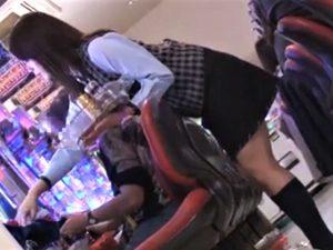 【美波あや/ホールレディ/店員レイプ】仕事中のホールレディを隙を見て襲撃、男の指がミニスカ内に滑り込む。高速指マンで吹き出す大量汁!
