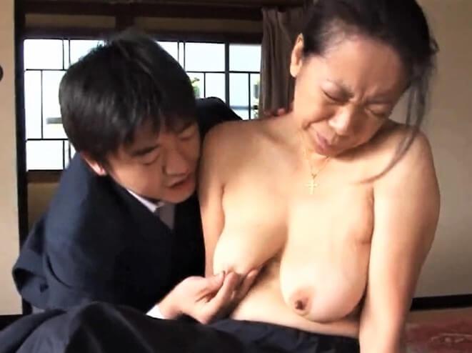 レイプ動画 熟女 温泉